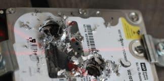 physische Zerstörung einer Festplatte durch Bohrer (c) Attingo Datenrettung