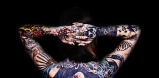 tattoo-netzwerk-ruecken-bunt